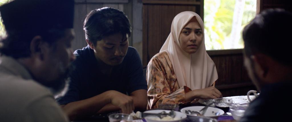 Ali dan Fatimah makan bersama Ayah dan Mat Arip