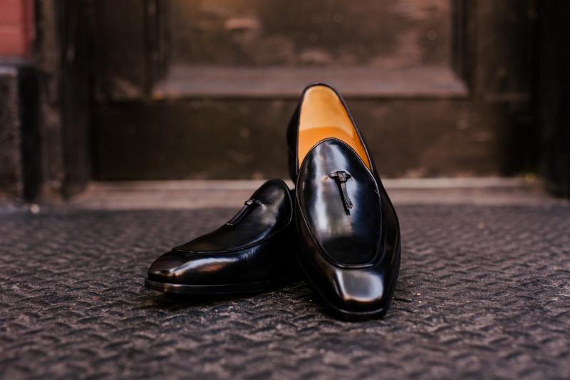 Kasut pengantin lelaki Melayu jenis loafer